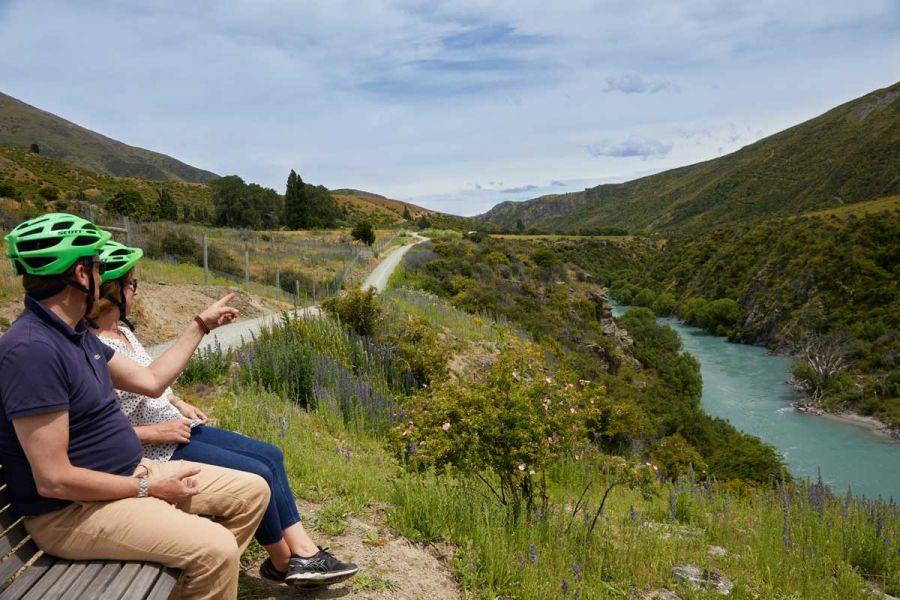 kawarau-river-queenstown-bike wine tour